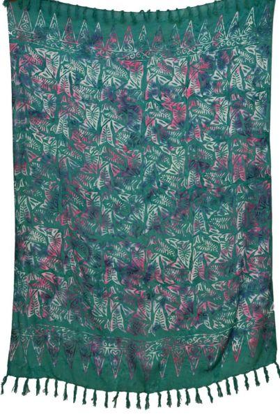 Gruener Batik Sarong mit Blaettermuster